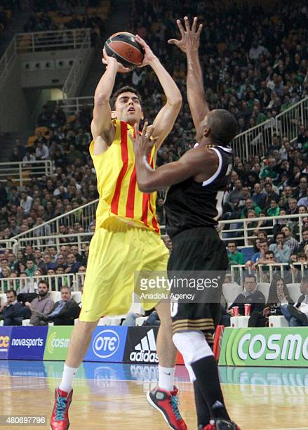 Tomas Satoransky of FC Barcelona vies with DeMarcus Nelson of Panathinaikos during the 20142015 Turkish Airlines Euroleague Basketball Regular Season...
