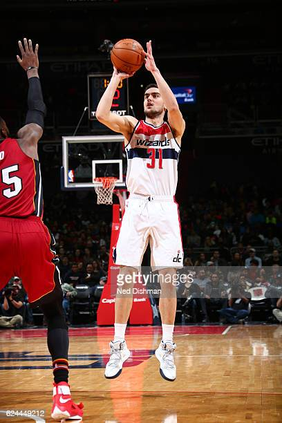 Tomas Satoransky of the Washington Wizards shoots the ball during a game against the Miami Heat on November 19 2016 at the Verizon Center in...
