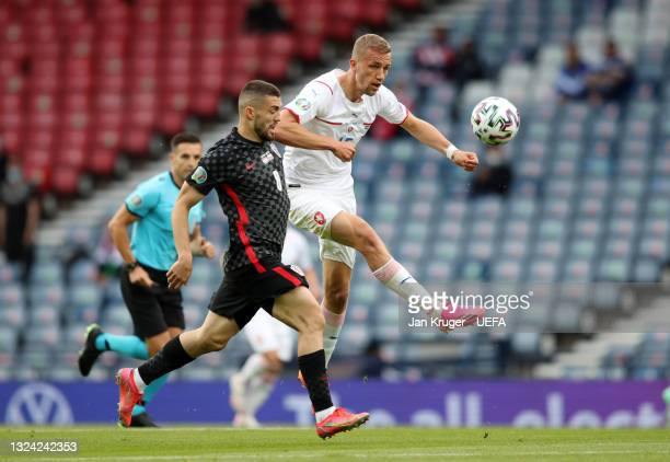 Tomas Soucek of Czech Republic attempts to control the ball whilst under pressure from Mateo Kovacic of Croatia during the UEFA Euro 2020...