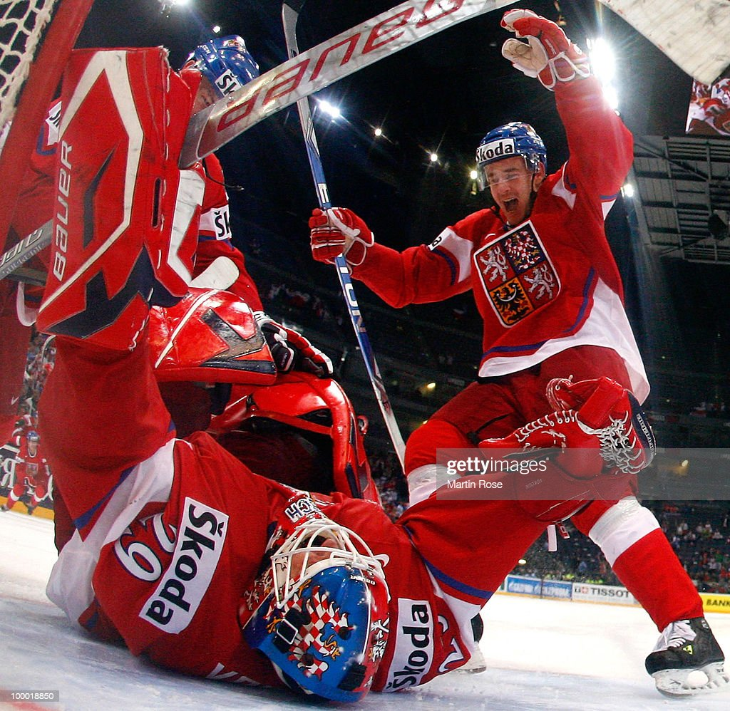 Tomas Vokoun (C), goaltender of Czech Republic celebrates with his team mates after the IIHF World Championship quarter final match between Finland and Czech Republic at Lanxess Arena on May 20, 2010 in Cologne, Germany.