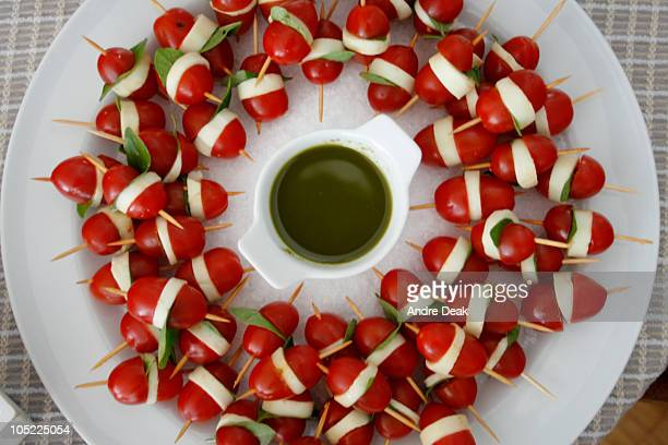 tomate, queijo, manjerona - queijo stock pictures, royalty-free photos & images