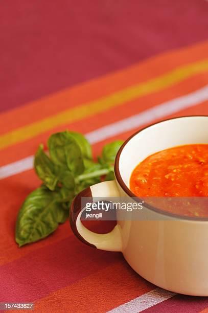 トマトのバジル風味スープ