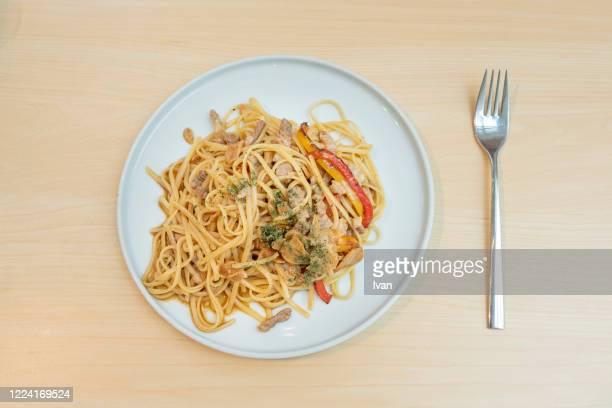tomato and mushroom spaghetti bolognese pasta - yōshoku photos et images de collection
