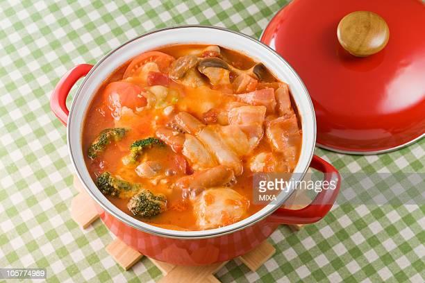 tomato cheese nabe - とろ火で煮た ストックフォトと画像