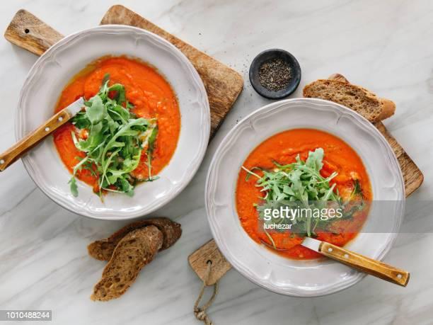 Sopa de tomate con stracciatella