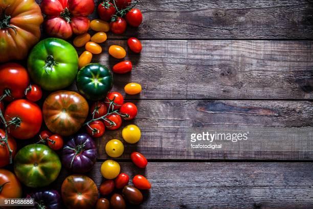 Frontera de variedades de tomate de mesa de madera rústica