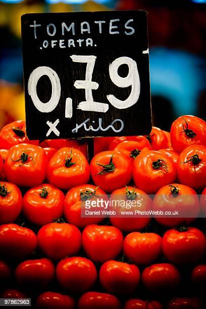 tomatoes market barcelona - prezzo messaggio foto e immagini stock