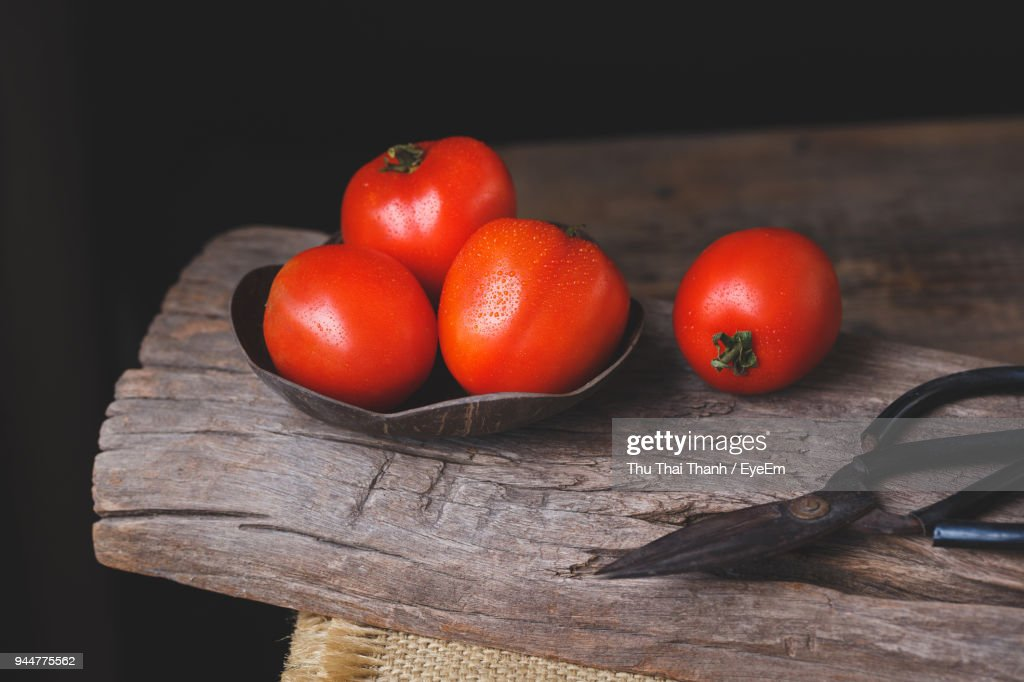 Tomatoes On Cutting Board Over Table : Stock Photo