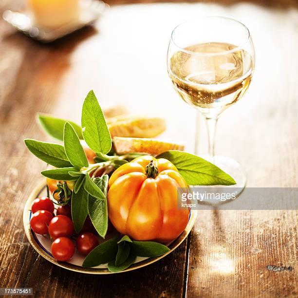 Tomaten, Salbei und Weiß Sekt