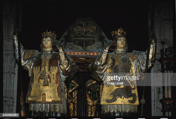 tomb of christopher columbus in seville cathedral - pallbearer stock pictures, royalty-free photos & images