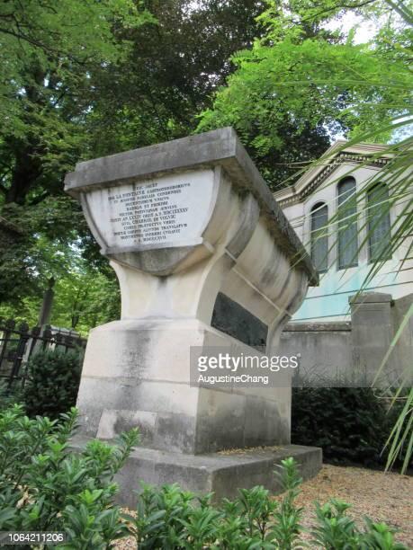 tombeau de la fontaine - jean de la fontaine photos et images de collection