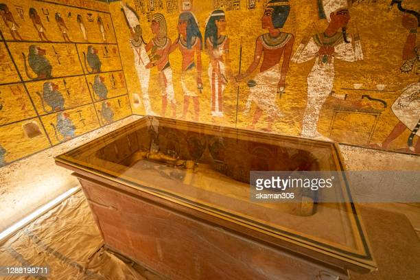 tomb of mummy pharaoh tutankhamun in tombs at valley of the kings at luxor near nile river egypt - death mask of tutankhamen stock pictures, royalty-free photos & images