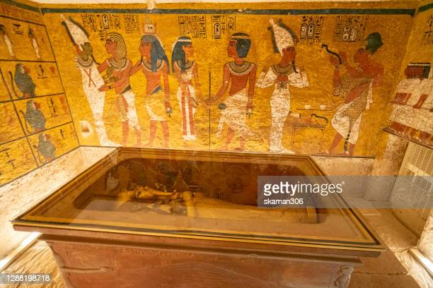 tomb of mummy pharaoh tutankhamun in tombs at valley of the kings at luxor near nile river egypt - tutankhamen stock pictures, royalty-free photos & images