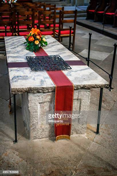 tomb of otto magnus (otto i) imperator - otto ii stock pictures, royalty-free photos & images