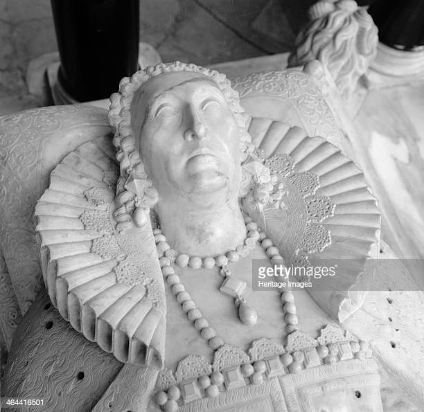 Tomb of Queen Elizabeth I Westminster Abbey London 19451980 Photograph taken 19451980 of a detail of the head of Queen Elizabeth I The white marble...