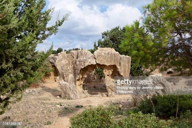 tomb of the kings, paphos - パフォス考古学公園 ストックフォトと画像