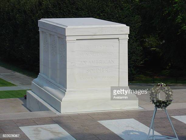 tomb of the unknown soldier - tomb of the unknown soldier arlington stock pictures, royalty-free photos & images