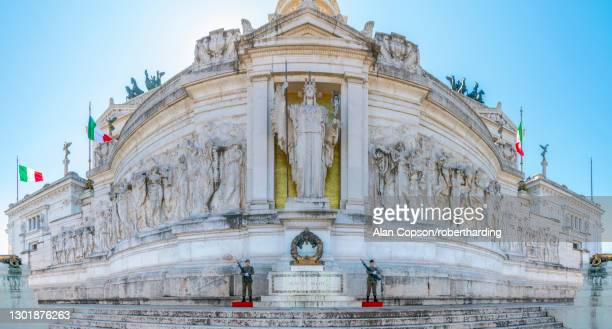 tomb of the unknown soldier, statue of goddess roma, vittorio emanuele ii monument, altare della patria (altar of the fatherland), rome, lazio, italy, europe - alan copson stock pictures, royalty-free photos & images