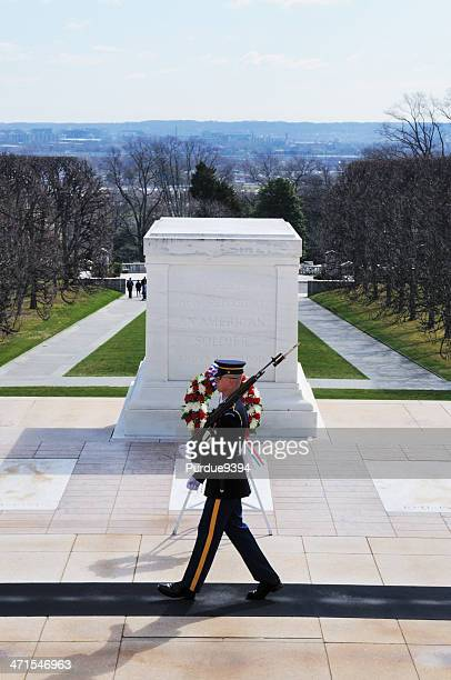 tomb of the unknowns guard arlington national cemetery - tomb of the unknown soldier arlington stock photos and pictures