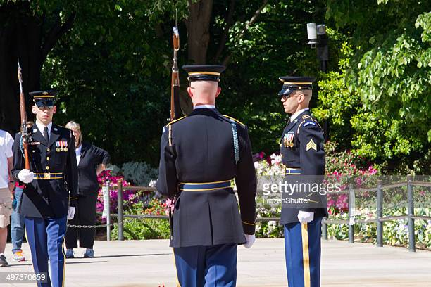 tomb of the unkown soldier arlington national cemetery, washington d.c. - fallen soldier stock pictures, royalty-free photos & images