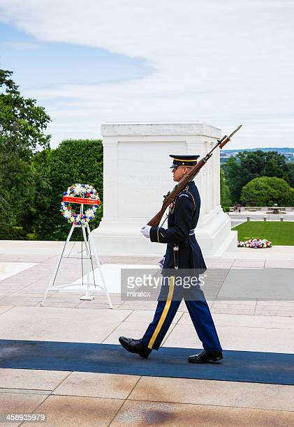 tomb of unknown soldier in arlington, virginia, usa - tomb of the unknown soldier arlington stock pictures, royalty-free photos & images
