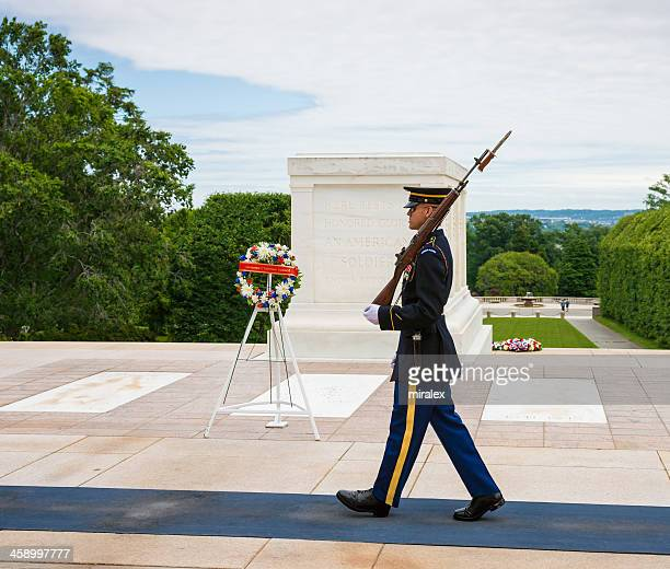tomb of unknown soldier in arlington, virginia, usa - tomb of the unknown soldier arlington stock photos and pictures