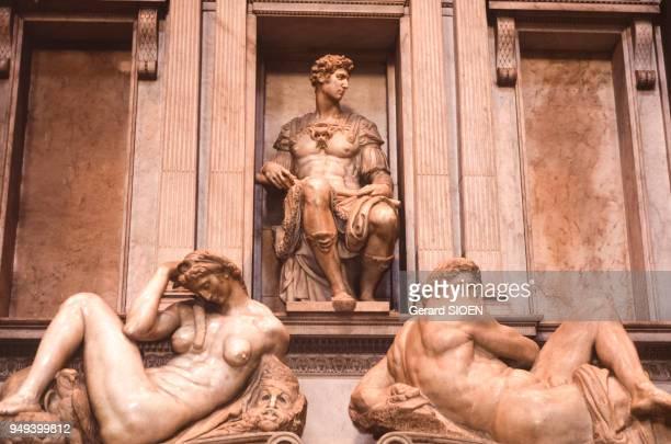 Tombe de Laurent duc d'Urbin dans la Sagrestia Nuova des chapelles des Médicis dans la Basilique San Lorenzo de Florence Italie