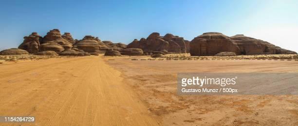 tombs carved in rocks - tumba necrópolis fotografías e imágenes de stock