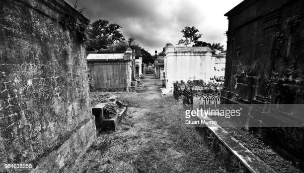 tombs in new orleans. - crypt stock pictures, royalty-free photos & images