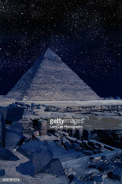 tombs near pyramid of khafre - pyramid of chephren stock pictures, royalty-free photos & images