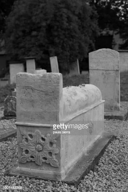tombstones at remuh or remah cemetery (old jewish cemetery of krakow) - {{asset.href}} stock-fotos und bilder