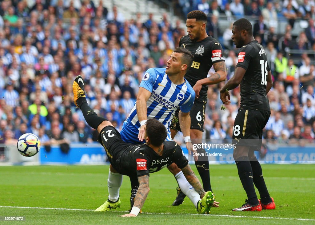 Tomer Hemed of Brighton and Hove Albion is marshalled by Joselu, Jamaal Lascelles and Chancel Mbemba of Newcastle United during the Premier League match between Brighton and Hove Albion and Newcastle United at Amex Stadium on September 24, 2017 in Brighton, England.