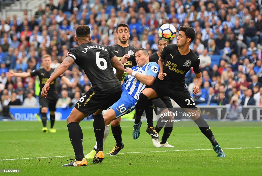 Tomer Hemed of Brighton and Hove Albion (C) scores their first goal during the Premier League match between Brighton and Hove Albion and Newcastle United at Amex Stadium on September 24, 2017 in Brighton, England.