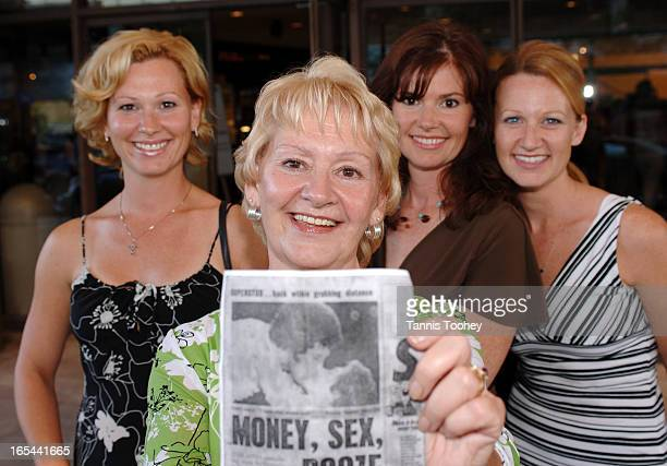 TomJonesStreeterJuly 13 2006Mary Parry with her daughters Louise Emm Andrea MacDonald and Claire Coulson 32Parry holds a clipping from the Daily...