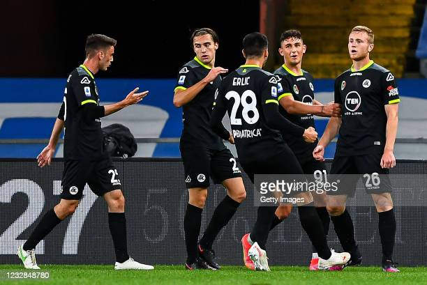 Tommaso Pobega of Spezia celebrates with his team-mates after scoring a goal during the Serie A match between UC Sampdoria and Spezia Calcio at...