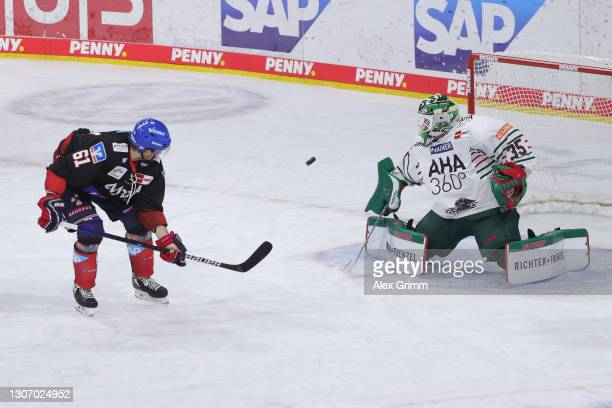 Tommi Huhtala of Mannheim misses a chance to score against goalkeeper Markus Keller of Augsburg during the Penny DEL match between Adler Mannheim and...