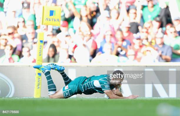 Tommy Bell of London Irish breaks away to score their second try during the Aviva Premiership match between London Irish and Harlequins at Twickenham...