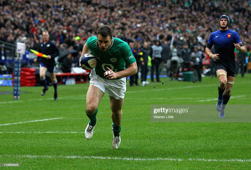 Tommy Bowe of Ireland scores his second try during the RBS Six Nations match between France and Ireland at Stade de France on March 4, 2012 in Paris, France.