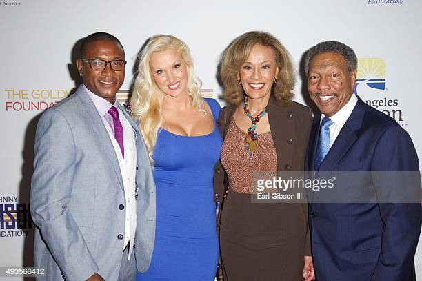 Tommy Davidson Amanda Davidson Marilyn McCoo and Billy Davis Jr pose for a photo at the Los Angeles Mission Gala at Four Seasons Hotel Los Angeles at...