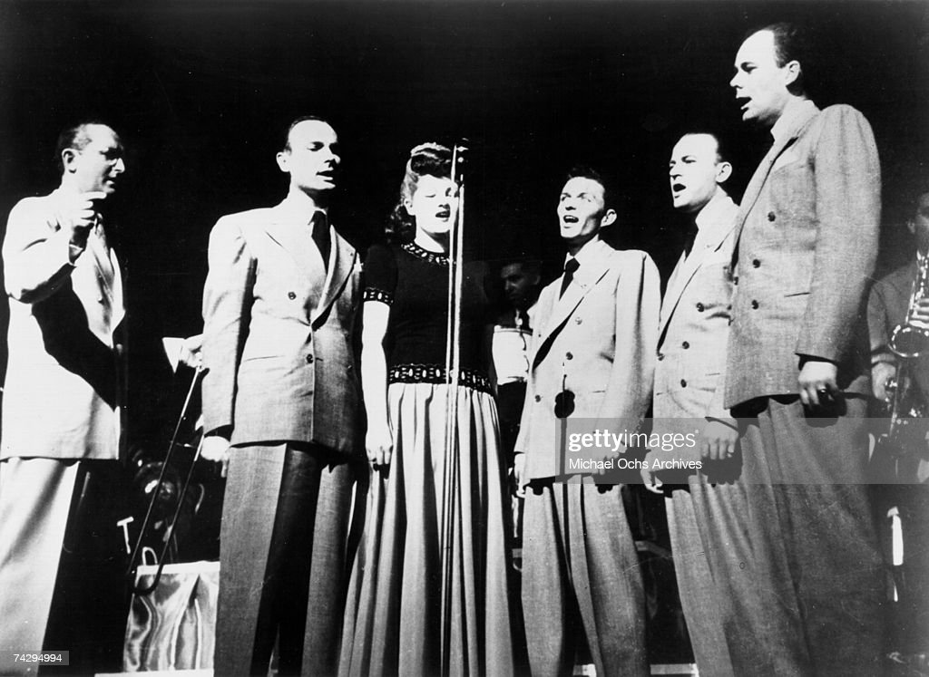 Tommy Dorsey Conducts Singers : News Photo