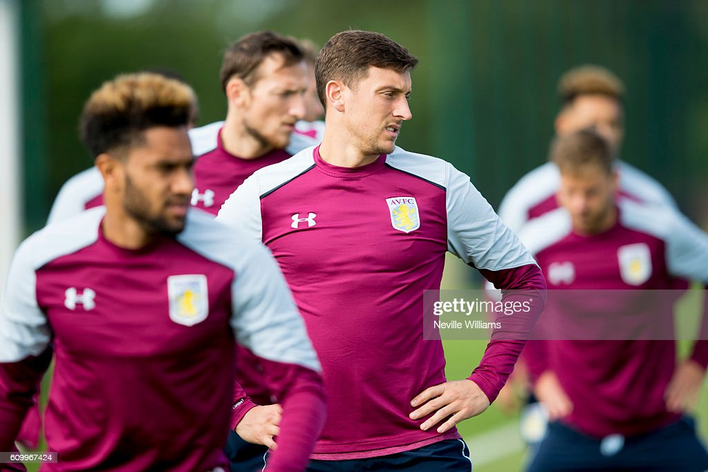 Aston Villa Training Session : Fotografía de noticias
