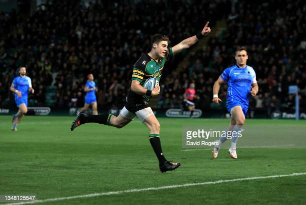 Tommy Freeman of Northampton Saints runs in to score a try during the Gallagher Premiership Rugby match between Northampton Saints and Worcester...