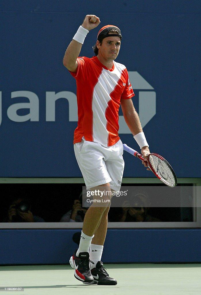 2006 US Open - Men's Singles - Fourth Round - Marat Safin vs Tommy Haas : ニュース写真