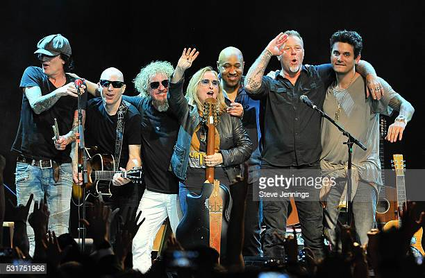 Tommy Lee Joe Satriani Sammy Hagar Melissa Etheridge Vic Johnson James Hetfield and John Mayer perform at the 3rd Annual Acoustic4ACure concert a...