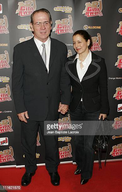Tommy Lee Jones and his wife during NRJ Cine Award 2005 at Grand Rex in Paris France