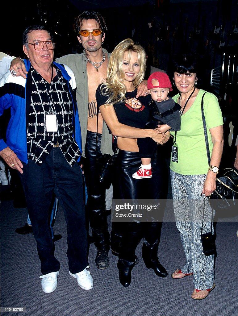 Tommy Lee & Parents, Pamela Anderson, Son during Motley ... |Tommy Lees Parents
