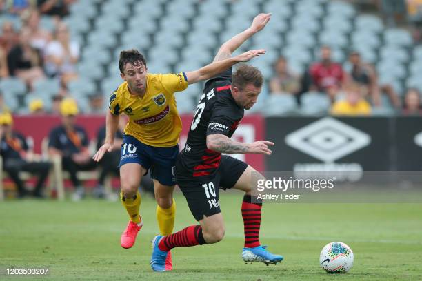 Tommy Oar of the Central Coast Mariners contests the ball against Simon Cox of Western Sydney Wanderers during the round 17 ALeague match between the...