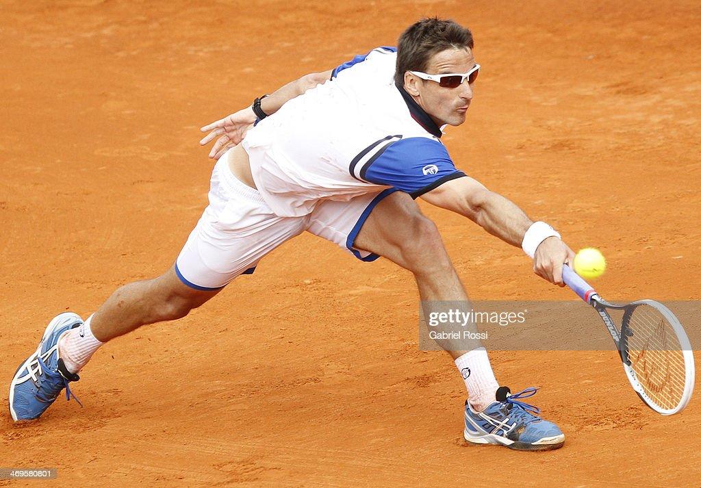 ATP Buenos Aires Copa Claro - Tommy Robredo v Fabio Fognini : News Photo