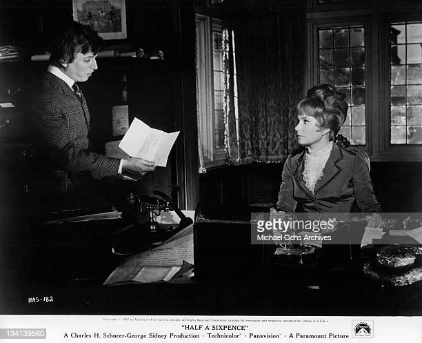 Tommy Steele reading note to Penelope Horner in a scene from the film 'Half A Sixpence' 1967