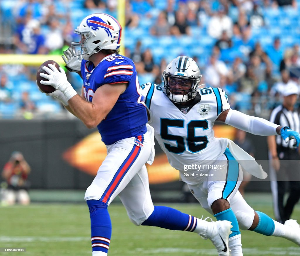 online store 7700a 0cecb Tommy Sweeney of the Buffalo Bills makes a catch against ...